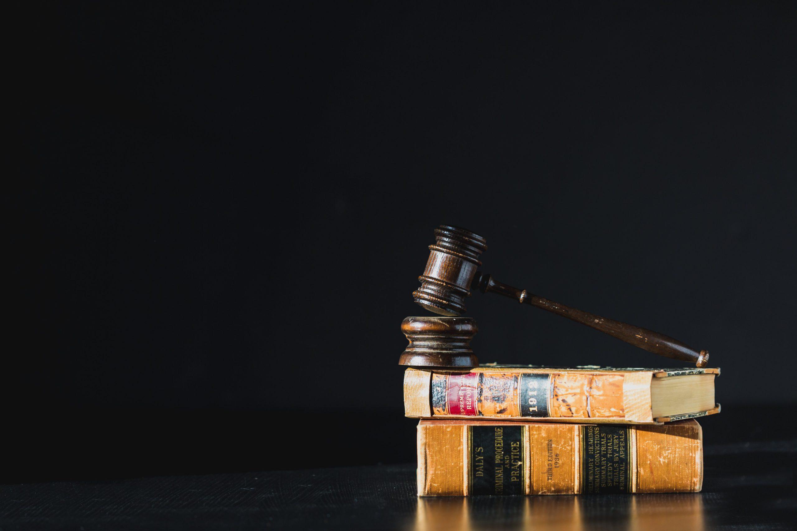libro y martillo ley
