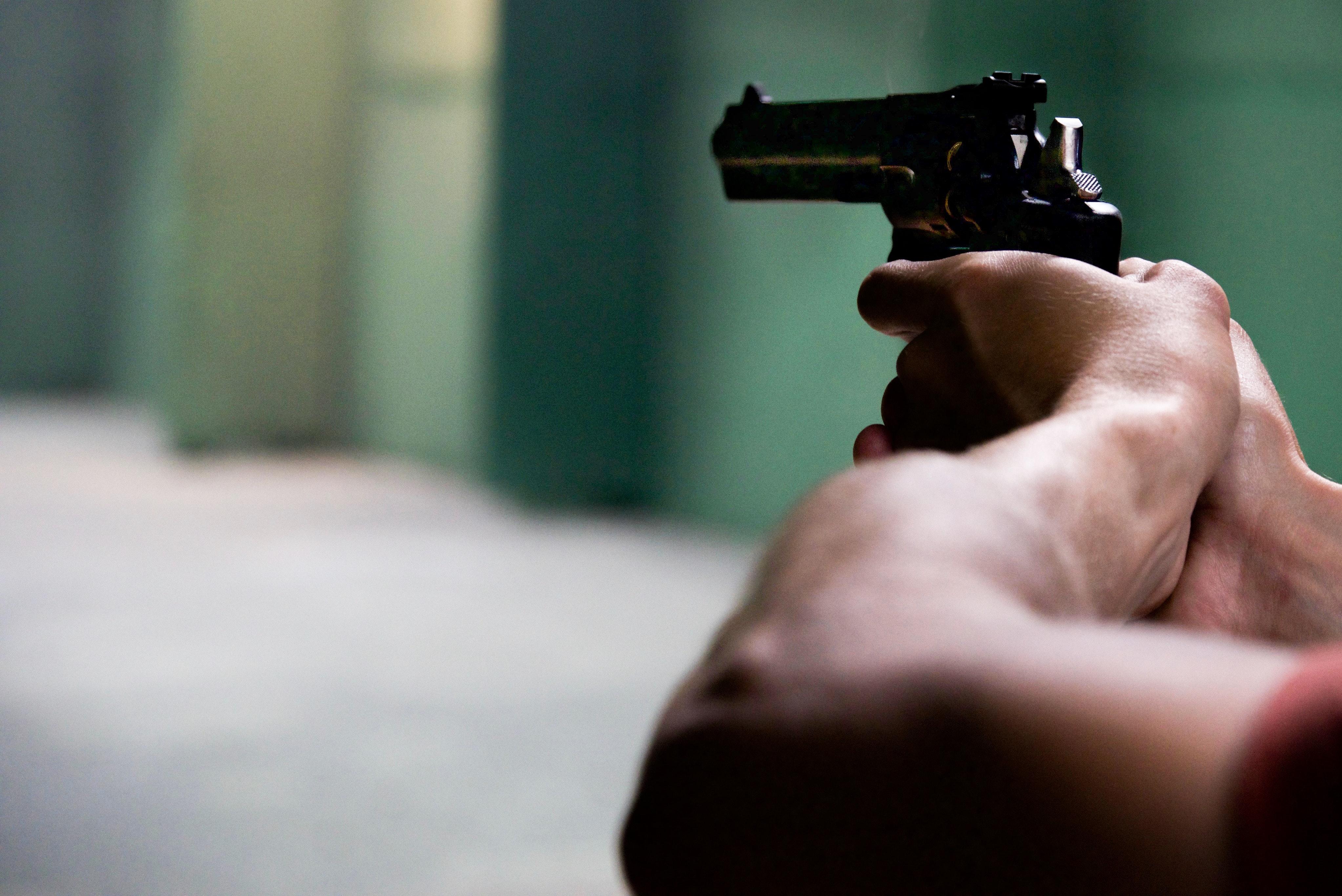 ladron armado con pistola